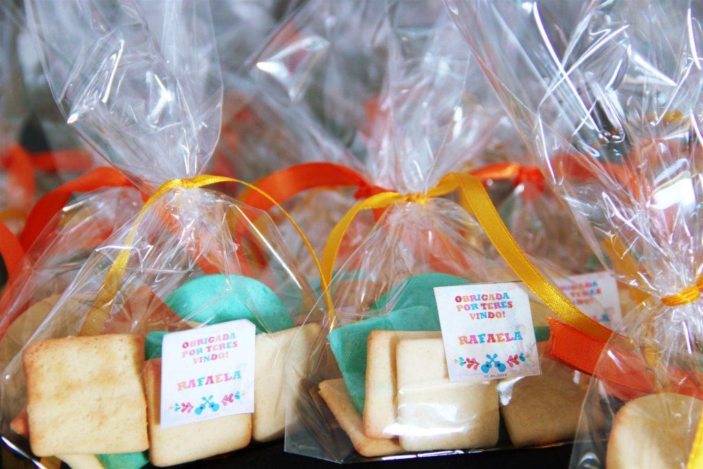 pequenos presentes da festa do COCO coco themed birthday party