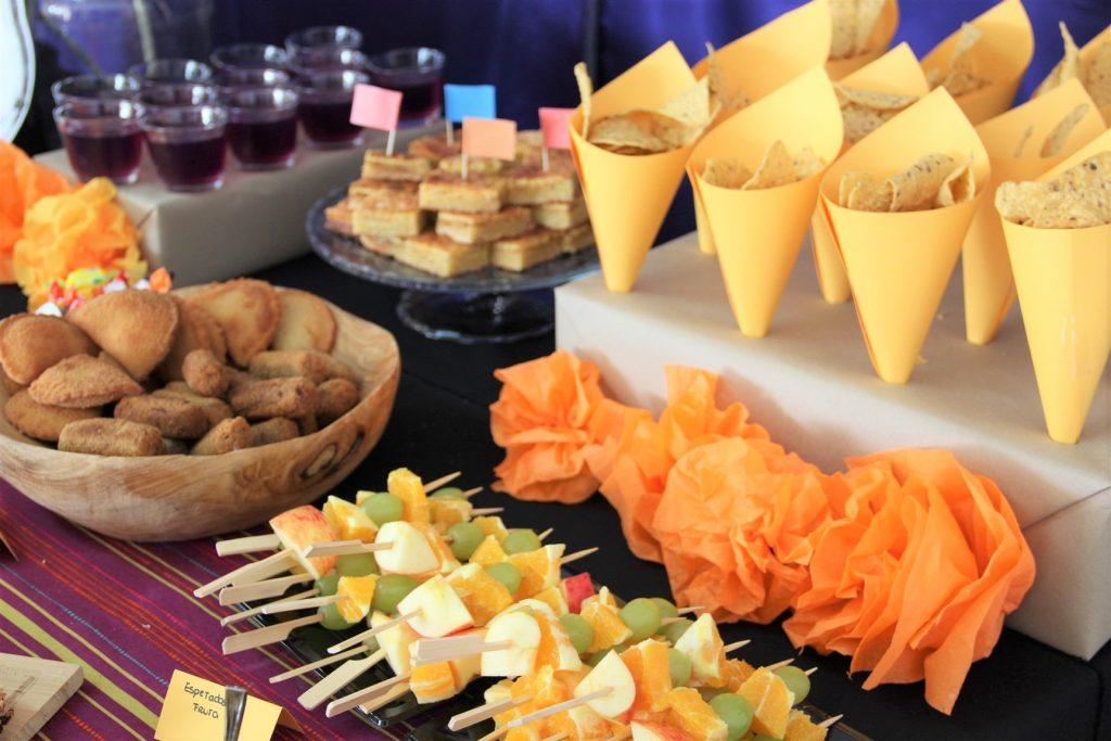 mesa principal da festa do COCO coco themed birthday party